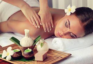 Massage (c) Sofia Zhuravetc Fotolia