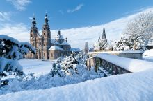 Dom Michaeskirche Winter (c) Tourismus und Kongressmanagement Fulda