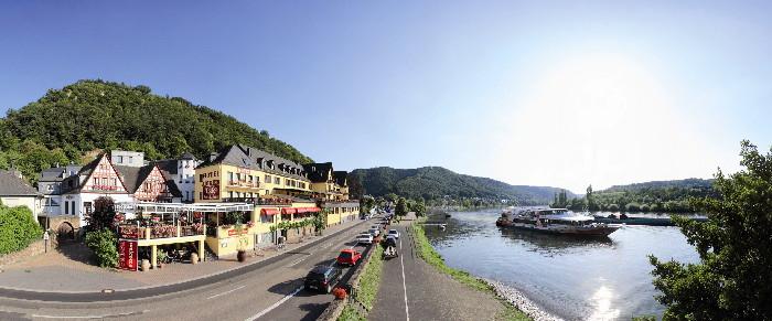 Landschaft und Schiff (c) Touristik PartnerService