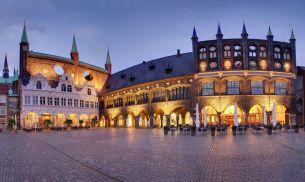 Rathausmarkt zu Lübeck (c) LTM - Uwe Freitag